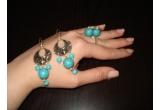 un set de bijuterii (o pereche de cercei si un inel)