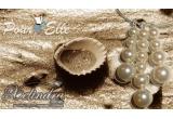 un colier cu perle Swarovski