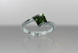 un inel din argint cu piatra Zirconia