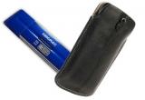 un flash drive Kingmax U-Drive de 16, un flash drive Kingmax U-Drive de 8 GB, o husa din piele Krusell Luna