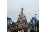 1 x excursie la Disneyland Paris cu familia, 5 x weekend la munte pentru 2 persoane + voucher de 100 euro, 5 x editarea povestii in format de lux