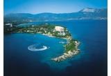 1 x sejur de 2 persoane in insula Corfu + transport cu autocarul si cazare cu demipensiune, 1 x voucher de 200 de euro constand in posibilitatea de a achizitiona de suma respectiva servicii turistice pe charterele proprii de avion si autocar de la Christian Tour