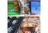 """1 x forma de briose + cartea """"Bucatariile lumii"""", 1 x tocator de verdeata + cartea """"Dieta cu sucuri naturale"""", 1 x 2 carti ale lui Michele Montignac - """"Dieta Montignac"""" + """"Uleiul de masline"""""""