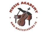 1 x voucher pentru inscriere gratuita la cursurile de educatie muzicala si arte ale spectacolului pentru copii, 2 x vouchere cu reduceri de 50% la cursurile de educatie muzicala si arte ale spectacolului, 2 x vouchere cu reducere de 50% la inscriere pentru cursuri instrumentale (chitara, vioara sau pian), 1 x lectie gratuita de chitara sau vioara