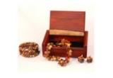 o cutie de bijuterii, o pereche de cercei, o bratara, un colier <br type=&quot;_moz&quot; />