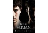 """1 x cartea """"Being Human"""", 1 x Primele doua volume din seria Jurnalele Vampirilor, 1 x pachet de swaguri"""