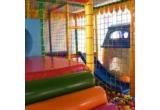 1 x O SUPER Petrecere de 3 ore la Locul de joaca Happy Birthday pentru un copil alaturi de alti 9 prieteni, 1 x O intrare la locul de joaca pentru 3 copii +1 surpriza, 1 x O intrare la locul de joaca pentru 2 copii + 1 surpriza