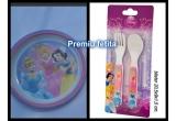 1 x Pentru fetite: farfurie melamina + set tacamuri(model Printese), sau 1 x Pentru baietei: :  farfurie melamina + set tacamuri(model Cars)