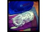1 x un echipament de protectie format din salopeta, manusi, ochelari si casca de protectie