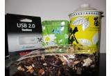 1 x un stick USB de 16 GB + o cana de ceai cu infuzor + un pachet de ceai tropical ce contine cuburi de papaya, ananas si cocos + o cutie de ceai