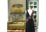 1 x o eleganta rochie neagra, 9 x un set compus din o gentuta cosmetica si produse Rexona