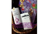 1 x cosulet cu o sticla vin Rouge de Romanie + cutie bomboane Milka + pachet cafea Lavazza 250 g