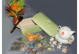 1 x tava ceramica cu capac + ceainic + Mix ceai (30 de plicuri de ceai diverse sortimente + 30 de plicuri de miere), 1 x tava ceramica + 2 cani + Ceai si miere (30 de plicuri de ceai, diverse sortimente + 30 de plicuri de miere), 1 x 2 cani + Ceai si miere (30 de plicuri de ceai, diverse sortimente + 30 de plicuri de miere)