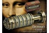 1 x criptex pentru descifrarea secretelor din Codul lui DaVinci, 1 x pachet de carți ale celebrului și controversatului autor Dan Brown