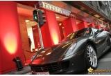 1 x Test Drive de 30 de minute cu Ferrari 360 Modena, 10 x voucher de cumparaturi in valoare de 200 de lei valabil in cadrul magazinului Ferrari Store Bucuresti