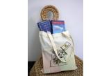 1 x book bag plin cu carți la alegere de la Carturești in valoare de 300 lei