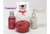 1 x set de produse The Body Shop(burete de baie ursuleț alb + mini gel de duș Frosted Cramberry + mini unt de corp Frosted Cranberry + glitter pentru corp)