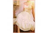 1 x rochia din spotul Redd's Light de Valentine's Day, 10 x bax de bere Redd's Light
