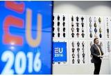 1 x camera foto mirrorless Sony, 1 x voucher in valoare de 300 de euro, 1 x voucher in valoare de 150 de euro