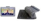 Un sistem GPS, 2 tastaturi flexibile USB, un mini aspirator USB, 4 stick -uri USB si sute de jelibani<br />