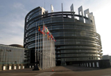 o excursie la Parlamentul European din Strasbourg, doua stagii de o saptamana la Institutul European Romania, doua stagii de o saptamana la Euractiv Romania, o camera foto<br type=&quot;_moz&quot; />
