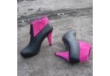 o pereche de pantofi de la Pixie Shoes