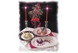 3 x o cina de 2 persoane, o sticla de sampanie si decorul festiv pentru aranjarea mesei (fata de masa, lumanari, flori, farfurii, cesti, pahare sampanie)