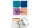 un set The Body Shop cu produse de machiaj din colectia de primavara 2010 Nature's Colours: Shimmer Cubes si Kiss of Colour Cheek Blush.