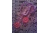 un accesoriu multi-functional - o bentita cu trandafiri si frunzulite
